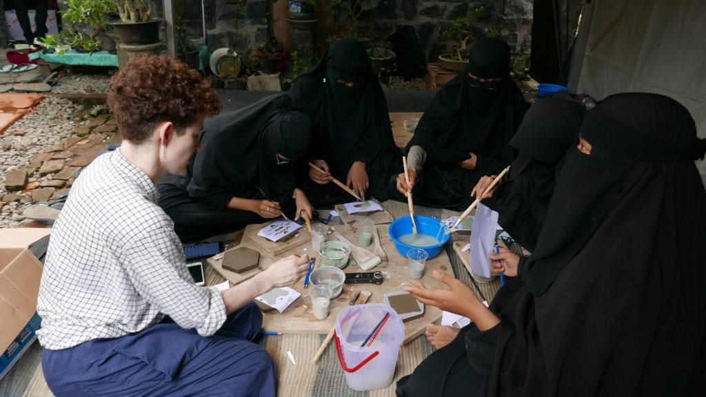 Sarah Fraser leading clay workshop with young women from the Islamic recitation group, at Rumahtuli Jatiwangi. March 2020. Photo Ismal Muntaha